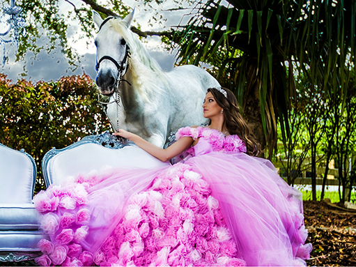 Beautifull Quinceanera in Villa Blanca with a horse