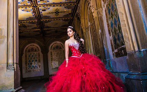 Bella Quinces Photography in Miami, Quinceanera photography red dress