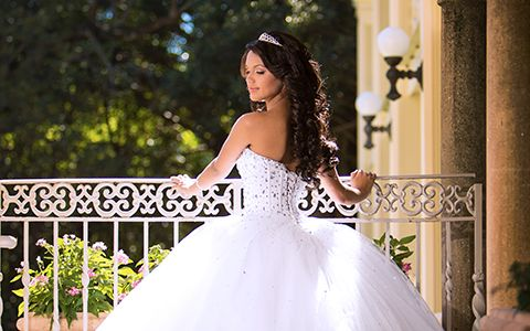Quinces photography in miami white dress Bella Quinces
